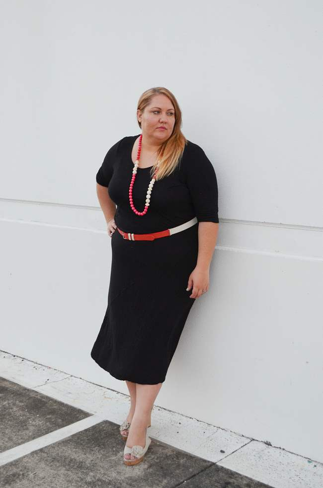 plus size black dress with pink red accessories 005