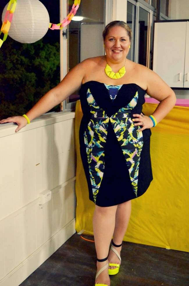 plus size city chic neon dress outfit 004