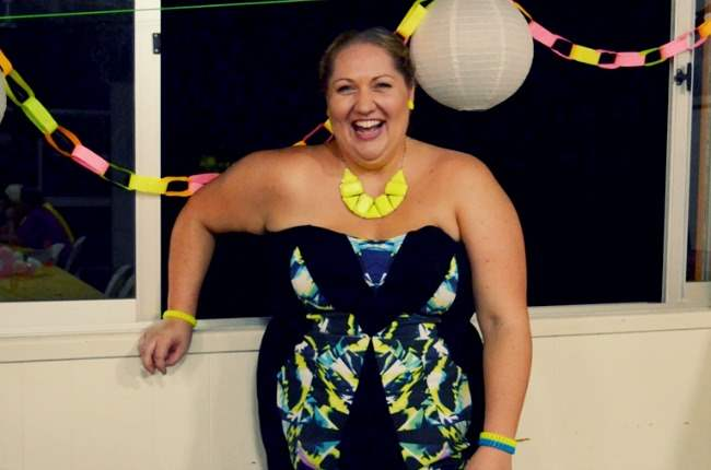 plus size city chic neon dress outfit 006