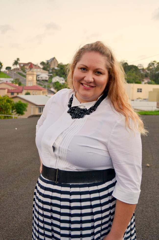 plus size retro outfit with stripe skirt 002