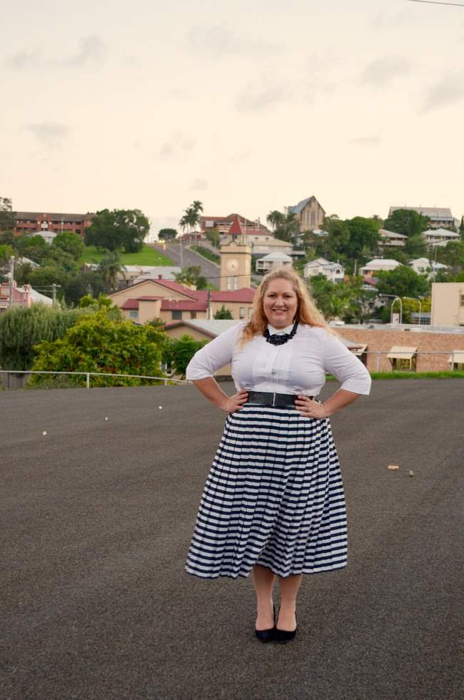 plus size retro outfit with stripe skirt 006