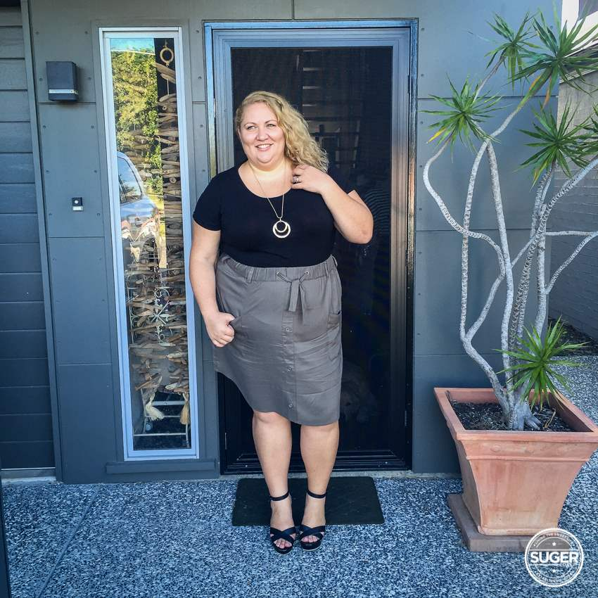 17 sundays cargo skirt plus size dressy casual outfit-5