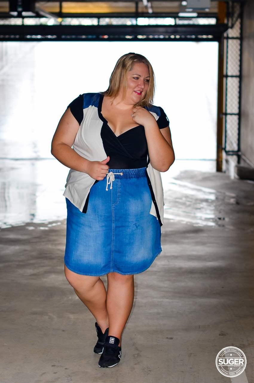 casual plus size denim skirt outfit 17 sundays-3