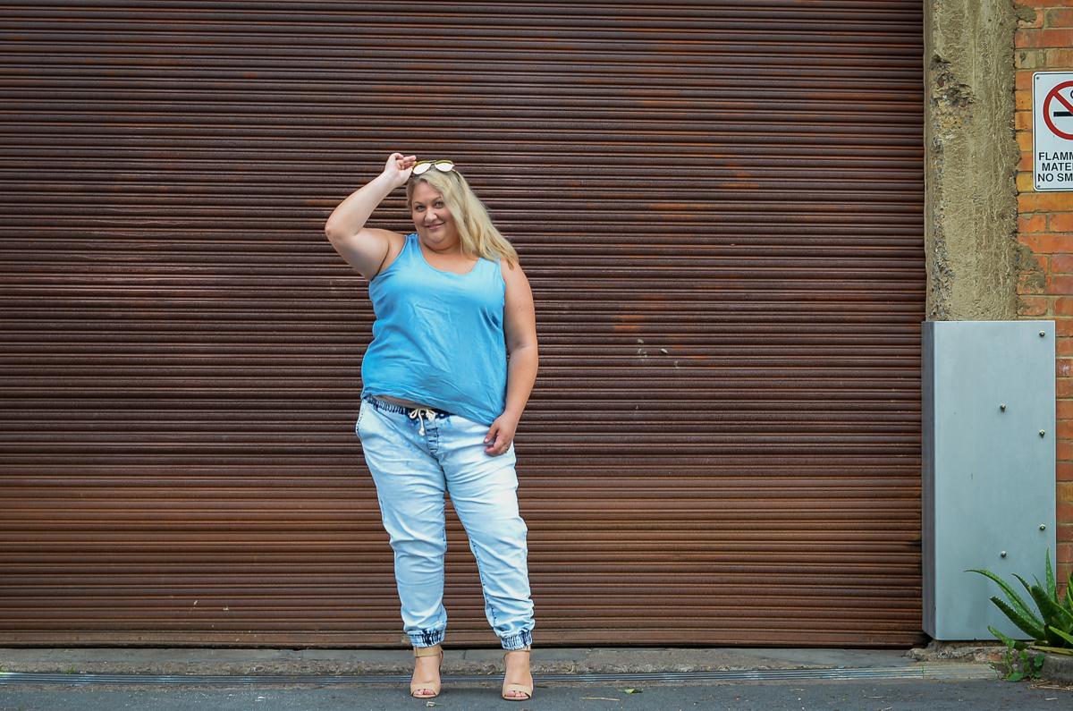 plus size double denim 17 sundays joggers blogger outfit-1