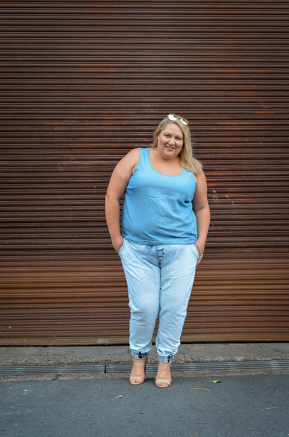plus size double denim 17 sundays joggers blogger outfit-4