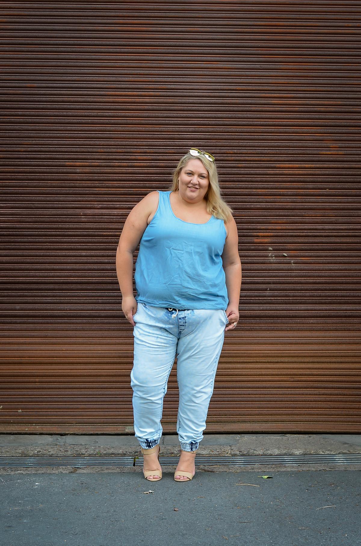 plus size double denim 17 sundays joggers blogger outfit-7