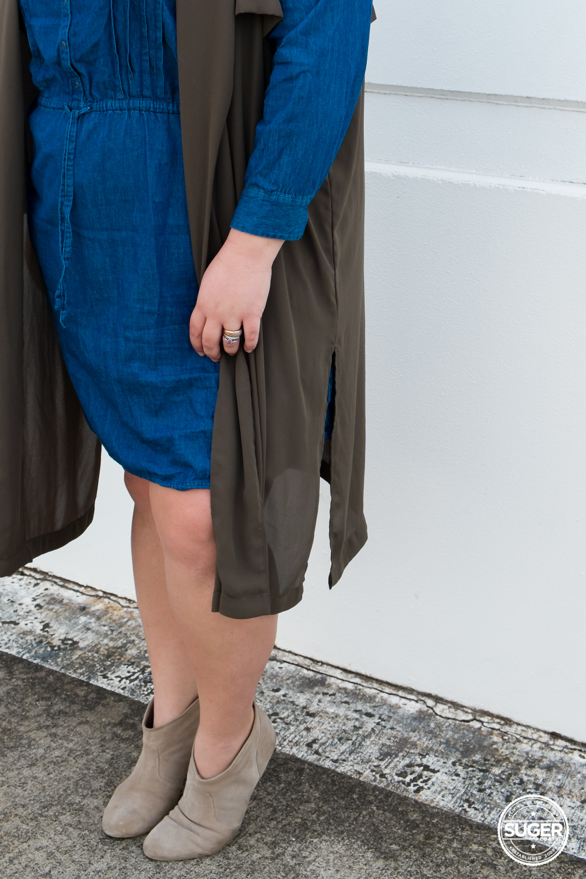 australian plus size fashion blogger chambray dress boots-8