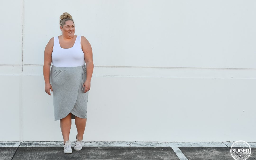 Casual Midi-Skirt, Sneakers and a Tank Top