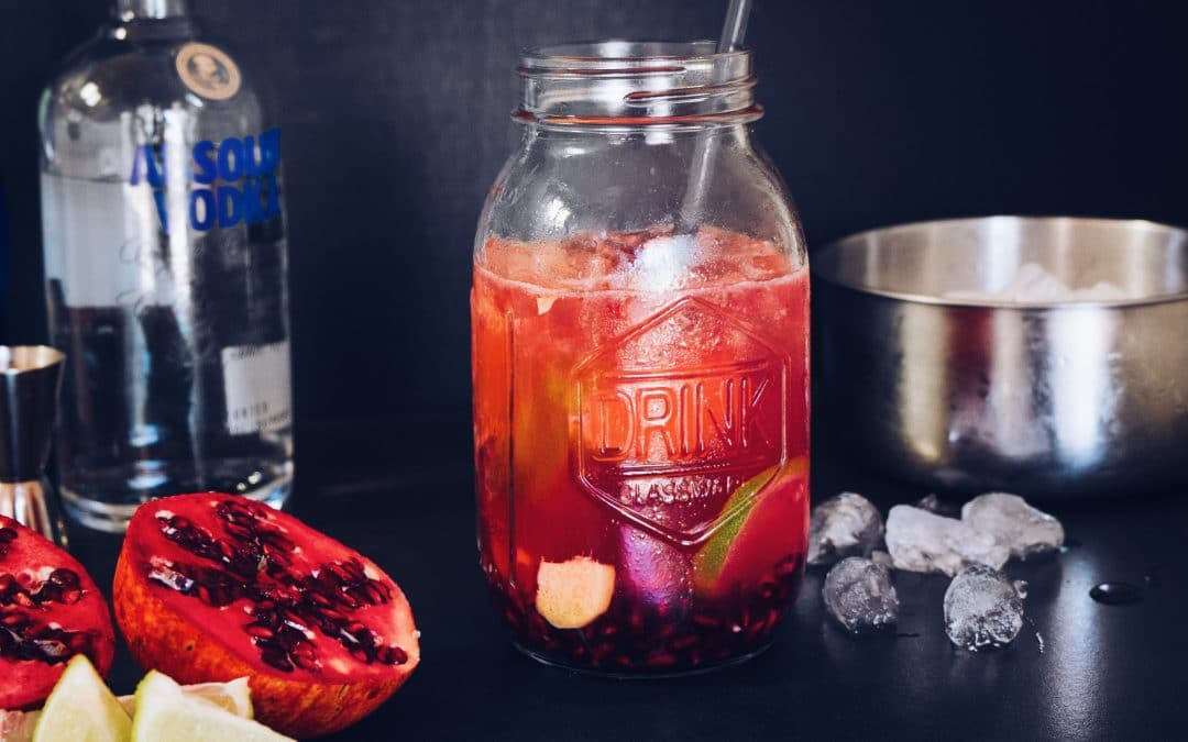 Mason Jar Pomegranate Cocktail #sugerDRINKS